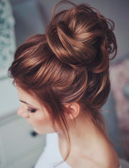 The-Messy-Bun-Works-for-Day-and-Night!